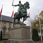 Joan of Arc, Place du Parvis, Reims. Original: http://commons.wikimedia.org/wiki/File:Joan_of_Arc,_Place_du_Parvis,_Reims(1).jpg